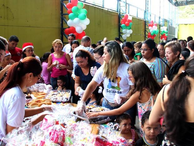 Ação reuniu dezenas de crianças e familiares (Foto: Rickardo Marques/G1 AM)