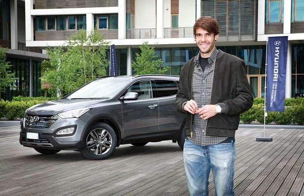 Fora da convocação para Copa, Kaká recebe carro da Hyundai (Foto: Divulgação)