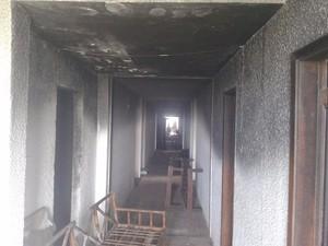 Hotel está abandonado e danos ainda não foram informados pelos bombeiros (Foto: Alex Tavares / Portal RC24H)