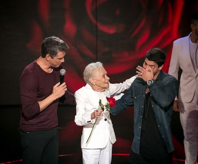 Ator cai no choro durante homenagem de sua tia avó (Foto: Isabella Pinheiro/Gshow)