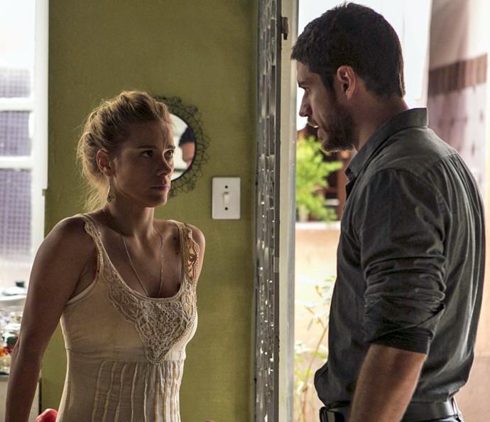 Lara se explica para Dante (Foto: Inácio Moraes/ Gshow)