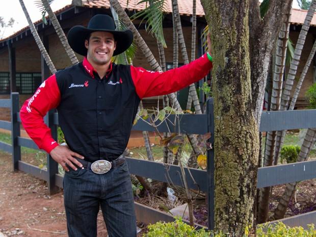 Além da montaria, André Forzan sonha em cursar a faculdade de fisioterapia (Foto: Alfredo Risk/G1)