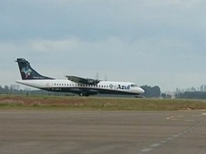Avião em Cascavel (Foto: Reprodução/RPC TV)
