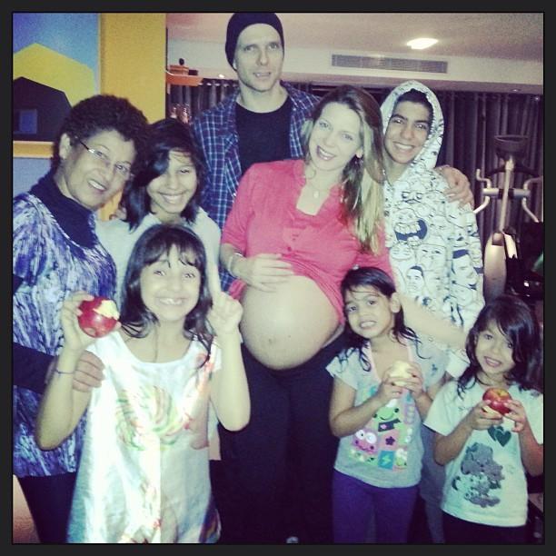Sheila Mello e família (Foto: Reprodução/Instagram)