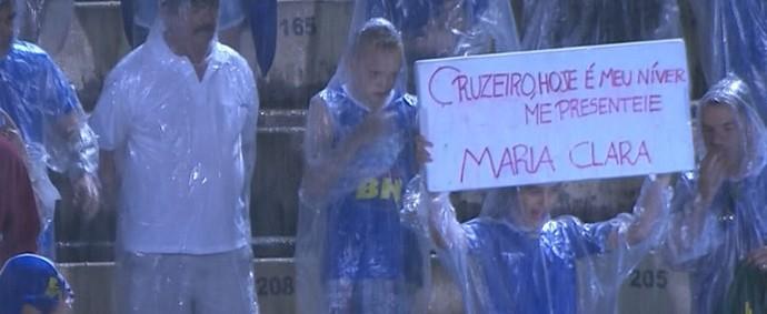 Torcedora do Cruzeiro pede presente ao time do coração (Foto: Reprodução/ Premiere)
