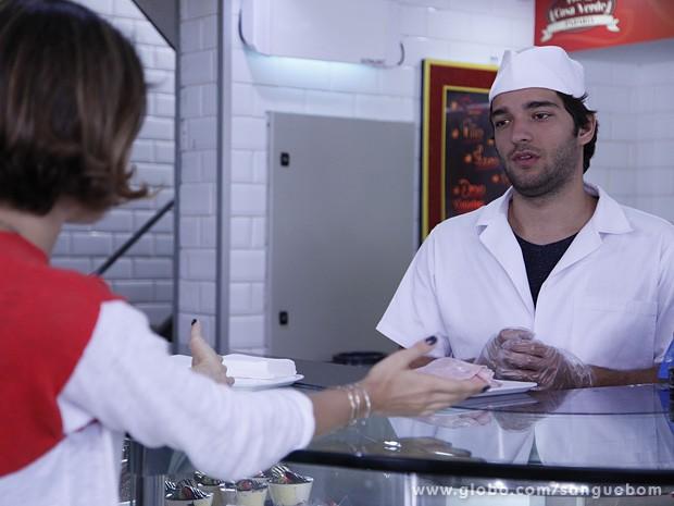 Amora provoca Fabinho com a espessura das fatias de presunto (Foto: Ellen Soares / TV Globo)