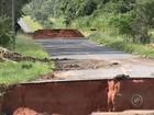 Motorista que morreu após cair em cratera aberta pela chuva é enterrado