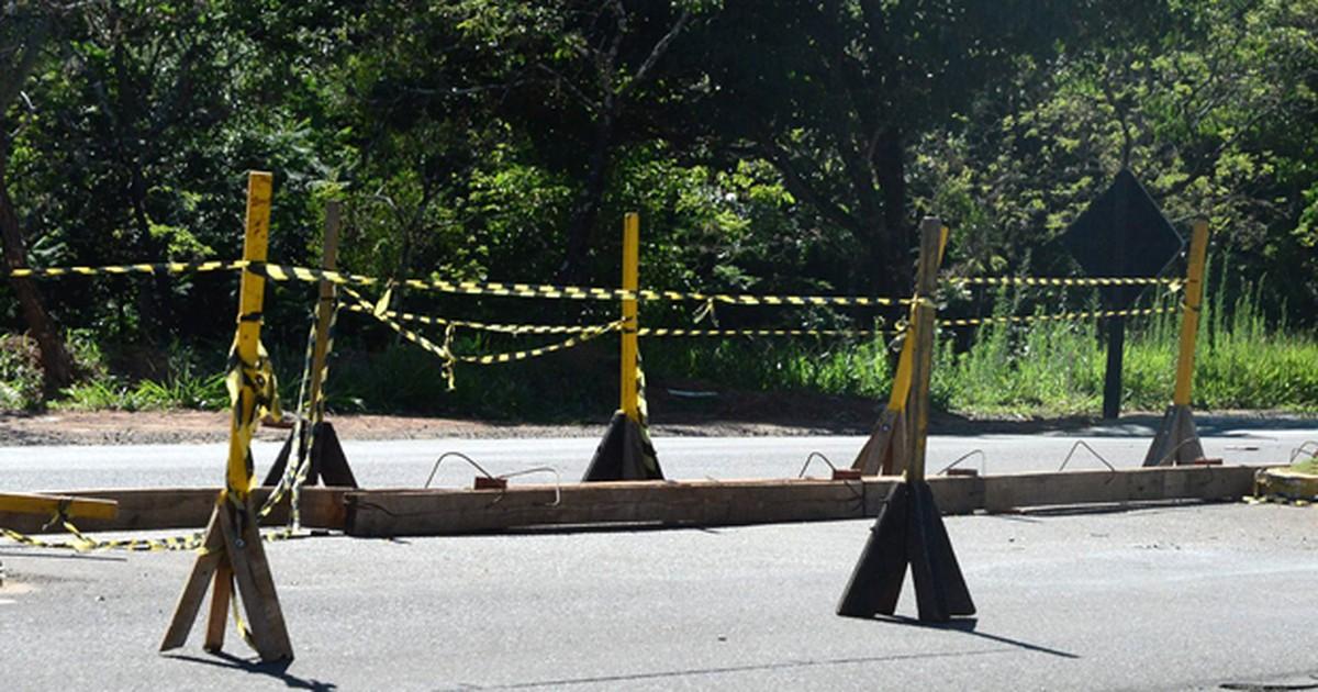 Conversão na Estrada da Amizade é reaberta após bloqueio de 2 ... - Globo.com
