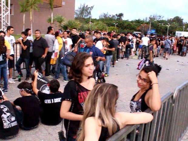 Ingressos Do Show De Guns N Roses Em Fortaleza Variam: Fãs De Guns N'Roses Já Fazem Longa Fila Para Entrada