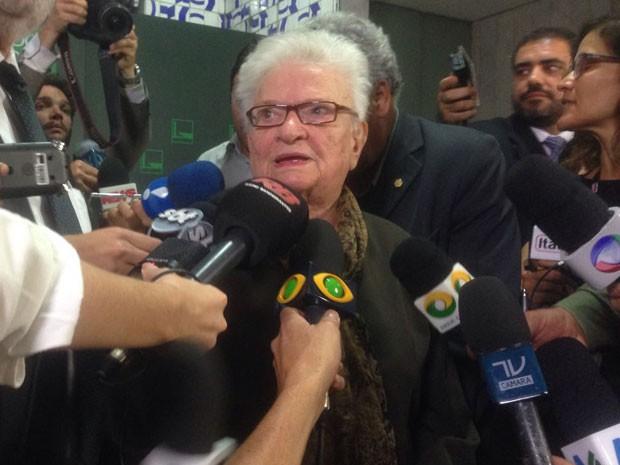 A deputada Luiza Erundina dá entrevista para anunciar candidatura à presidência da Câmara (Foto: Gustavo Garcia/G1)