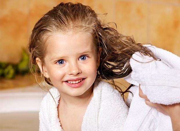 Por volta dos 5 anos, a criança terá autonomia, mas os pais devem supervisionar (Foto: Thinkstock)