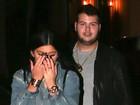 Kylie Jenner esconde rosto ao ser  flagrada jantando com suposto affair