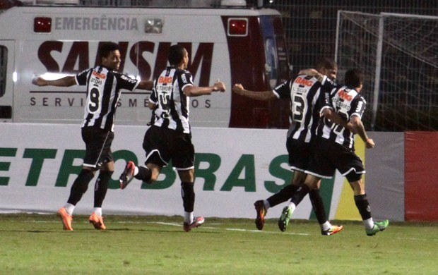 Escudero gol Atlético-mg (Foto: Gustavo Magnusson / Ag. Estado)
