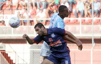 """Macaé renova contrato de Dos Santos, que celebra: """"Estou muito feliz aqui"""""""