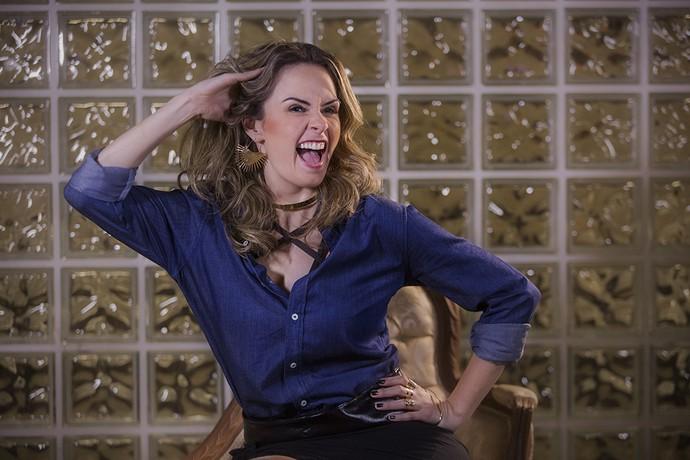 Olha elaaaa!! Ana Paula imita risada de Atena (Foto: Raphael Dias/Gshow)