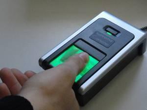 Eleitores devem fazer cadastramento biométrico (Foto: TRE/Divulgação)