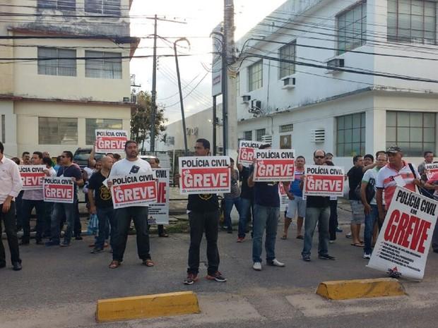 Policias Civis decretaram greve nesta segunda -feira (18) por tempo indeterminado (Foto: Lucas Leite/ G1)