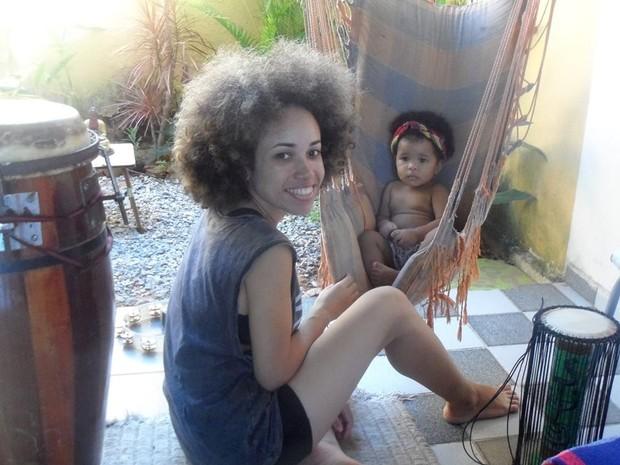 Silvia Alves e a filha de 1 ano (Foto: Arquivo pessoal)