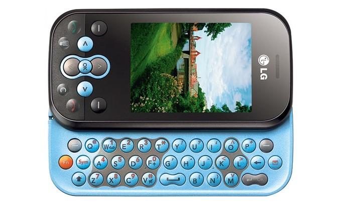 LG GT360 oferece teclado Qwerty com design flip (Foto: Divulgação/LG)