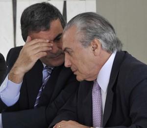 O ministro da Justiça, José Eduardo Cardozo (à esquerda), e o vice-presidente da República, Michel Temer, se reuniram no Palácio do Jaburu nesta quinta-feira (Foto: Antonio Cruz/ABr)