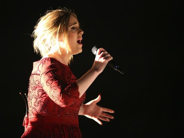 Adele dedica show a vtimas de atentado  boate Pulse, em Londres (Foto: Matt Sayles/AP)
