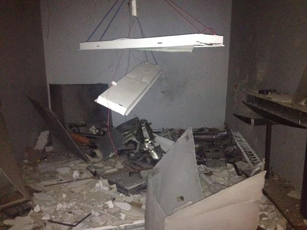 Em Upanema, agência do Banco do Brasil ficou destruída (Foto: Renato Medeiros)