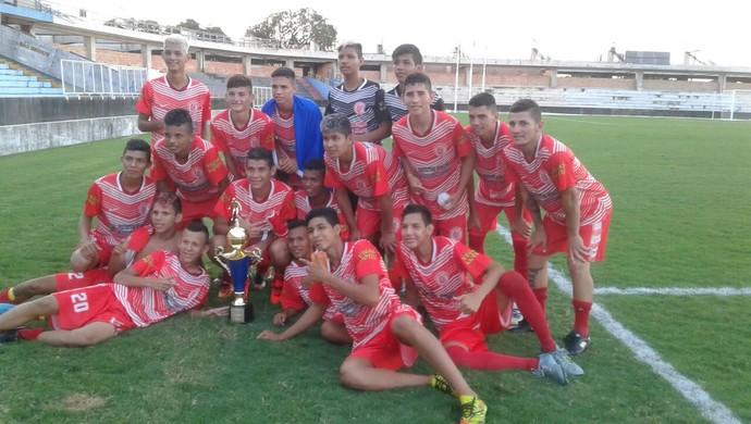 Internacional venceu o Velosão por 4 a 1 e sagrou-se campeão do Santareno Sub-17 (Foto: Bena Santana/Rádio 94 FM)