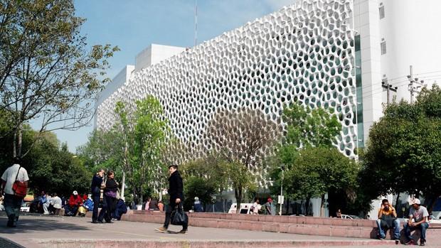 Fachada inteligente foi construída em frente a um hospital na Cidade do México para amenizar poluição local (Foto: Alejandro Cartagena)
