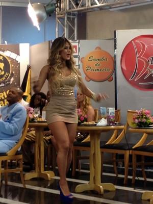Lucilene Caetano grava programa de Samba (Foto: EGO)