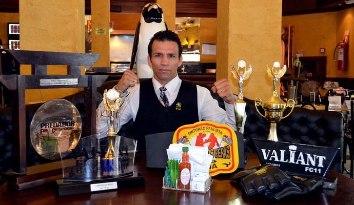 Cartel de Alessandro Flor tem mais vitórias do que empates e derrotas (Foto: Cleber Akamine)