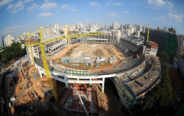 Jogadores do Palmeiras visitam obras do Palestra (Foto: Marcos Ribolli / Globoesporte.com)
