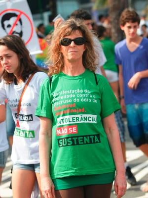 Silvia Blumberg na passeata em Ipanema (Foto: Rodrigo Gorosito/G1)