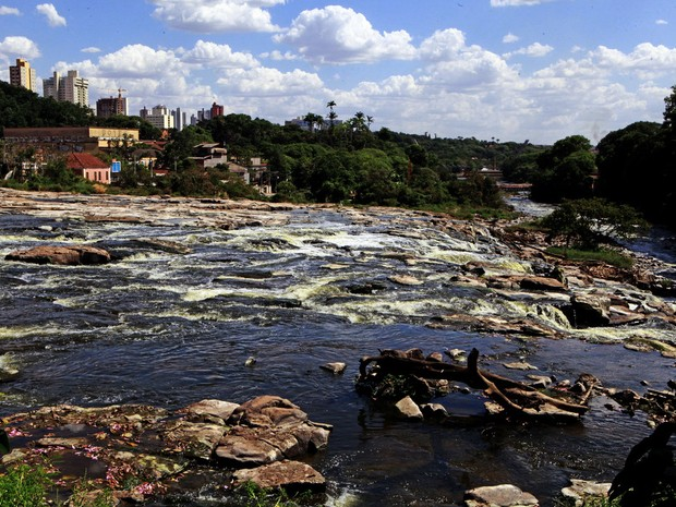 Fotógrafo registra baixa do Rio Piracicaba em 4 de janeiro de 2014 (Foto: Mateus Medeiros)
