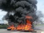 Caminhoneiros bloqueiam rodovias federais durante protestos em Goiás