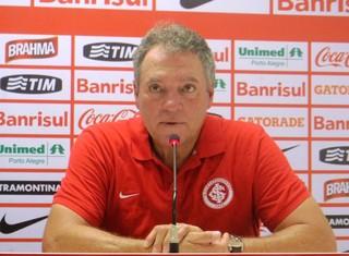 Abel Braga concede entrevista coletiva (Foto: Paula Menezes/GLOBOESPORTE.COM)