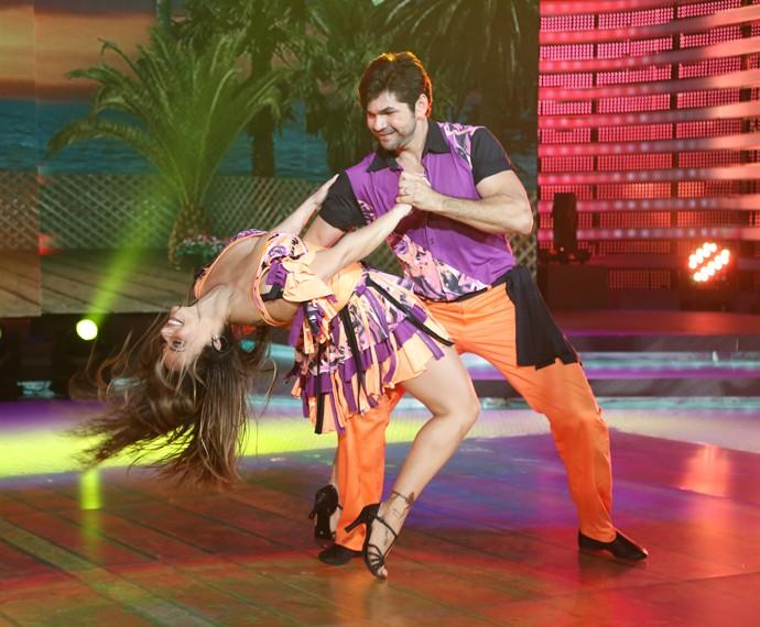 viviane araúdo dança dos famosos lambada (Foto: Carol Caminha/Gshow)
