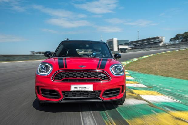Testado rapidamente no autódromo de Interlagos, Countryman justifica a sigla JCW (Foto: Divulgação)
