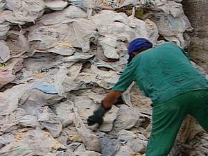 Hospital Universitário de Campina Grande reincidiu na falta de recolhimento do lixo (Foto: Reprodução/TV Paraíba)