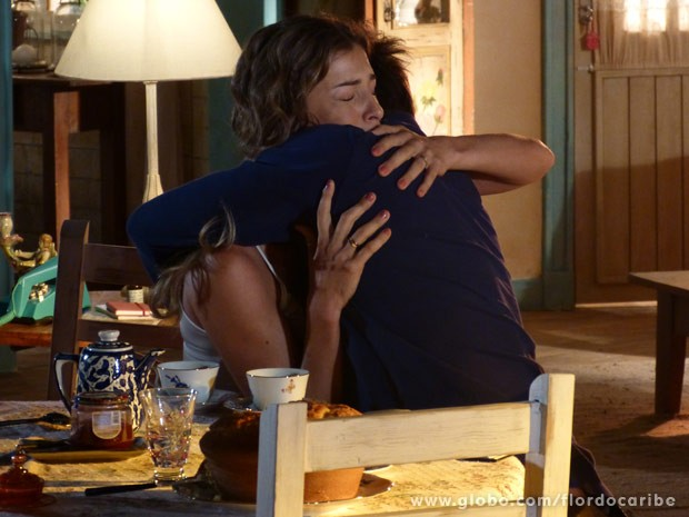 Ester sofre com Cassiano por não ter conseguido pedir o divórcio (Foto: Flor do Caribe/ TV Globo)