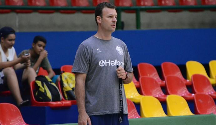 Danilo Padovani auxiliar técnico Mogi das Cruzes basquete (Foto: Cairo Oliveira)