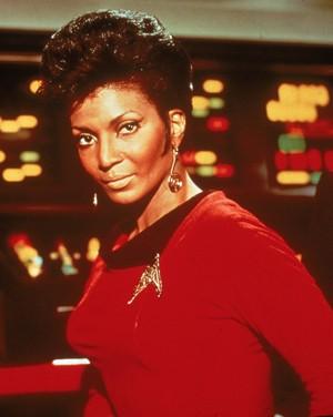 A atriz Nichelle Nichol interpreta a tenente Uhura em 'Jornada nas estrelas' (Foto: Divulgação)