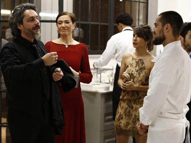 O Comendador elogia o trabalho feito por Vicente na festa (Foto: Fábio Rocha/TV Globo)