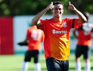 Damião durante o último treino em Porto Alegre antes do embarque do Inter para Ijuí (Foto: Divulgação/Inter)