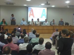 Cinquenta e seis gestores municipais compareceram a reunião (Foto: Waldson Costa/G1)