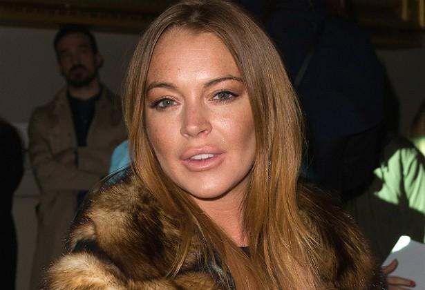 Se você acha que ser empregado de Lindsay Lohan significa servir a uma pessoa que só acorda depois do meio-dia, muitas vezes com ressaca, você acertou, pelo menos segundo os ex-funcionários da atriz, que concordam todos nesse ponto. Também já contaram a história de que ela teve de chamar um chaveiro em 2012 porque havia perdido a chave de um baú em seu quarto cheio de itens de sex shop. (Foto: Getty Images)