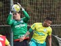 Com retorno de Gabriel Jesus, Cuca relaciona 24 atletas contra o Santos