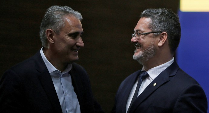 Rogério Micale e Tite na CBF (Foto: Reuters)