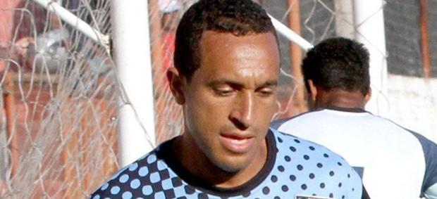 Adriano Felício, meia do Campinense (Foto: Leonardo Silva/Jornal da Paraíba)