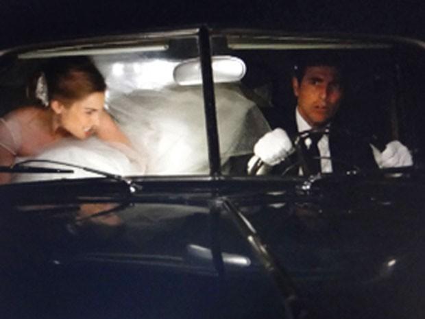 Analú mente e consegue fugir do casamento com nando (Foto: Guerra dos Sexos / TV Globo)