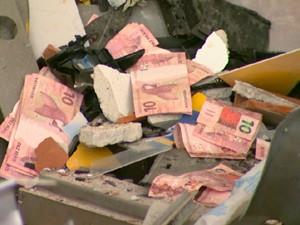A quantidade de dinheiro levada pelos suspeitos não foi divulgada (Foto: Reprodução/EPTV)